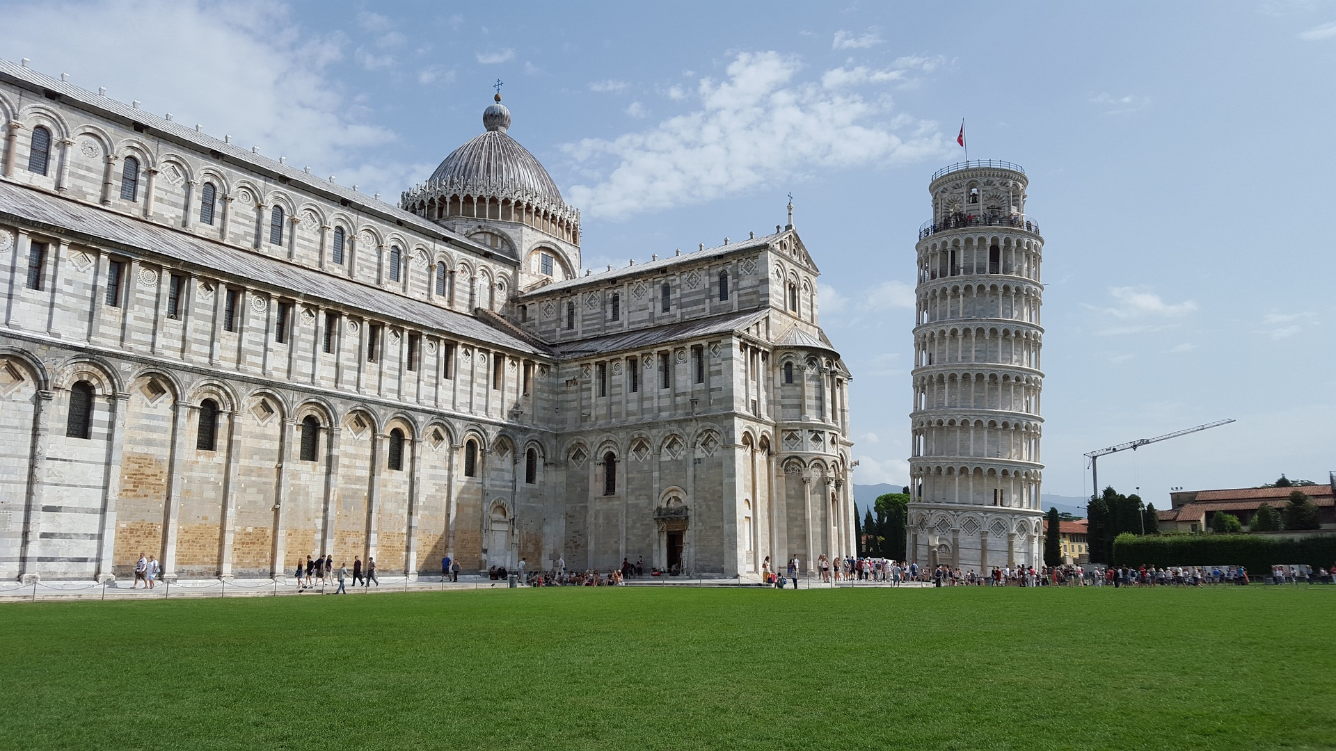the Leaning Tower of Pisa and nearby buildings